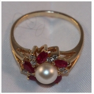 14 Kt Gold Ruby Pearl dimond ring